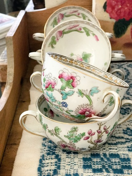 Antique Tea Cups :: The Vintage Trail :: Vermont