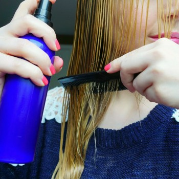The Makeup Dummy DIY Detangling spray with very easy ingredients