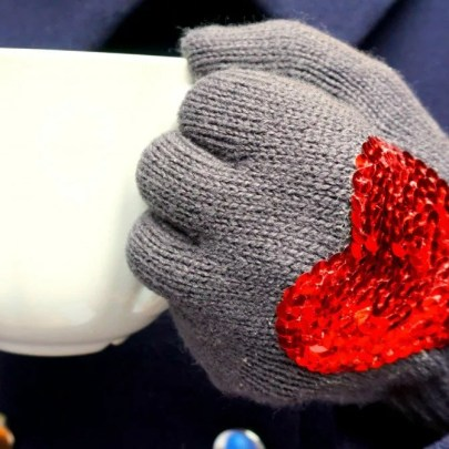 Valentine Gift Idea DIY gloves with sequins | by The Makeup Dummy