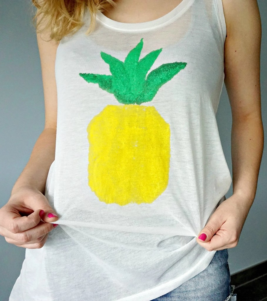 How to make your own easy Pineapple Print | A DIY by The Makeup Dummy