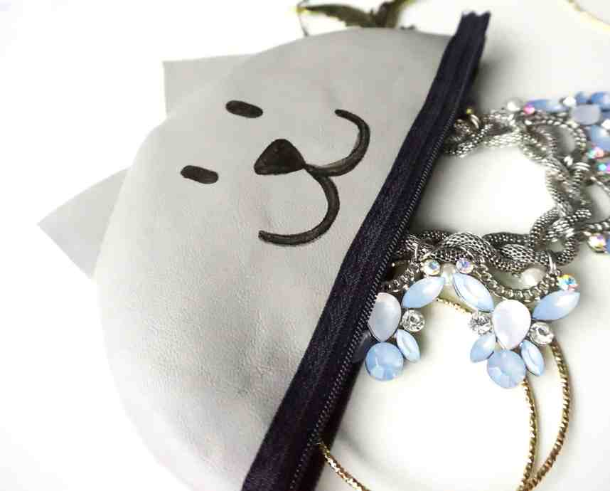 How to make your own easy Zipper Pouch Tutorial   DIY by The Makeup Dummy