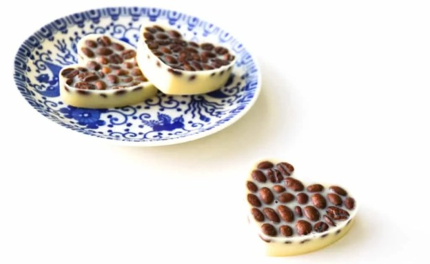These lotion bars smell amazing! How to make your own Vanilla Latte Massage Bars   DIY by The Makeup Dummy