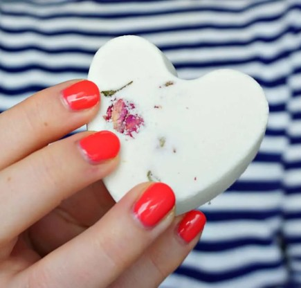 Make your own Valentine's Day Bath fizzies with hidden bath confetti inside. DIY by The Makeup Dummy