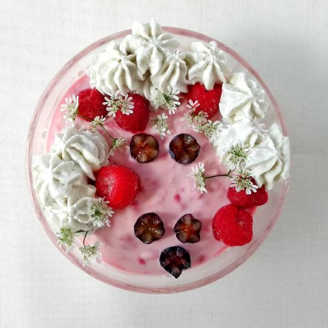 Snack time! Raspberries mixed with yoghurt and some coconut whippedhellip