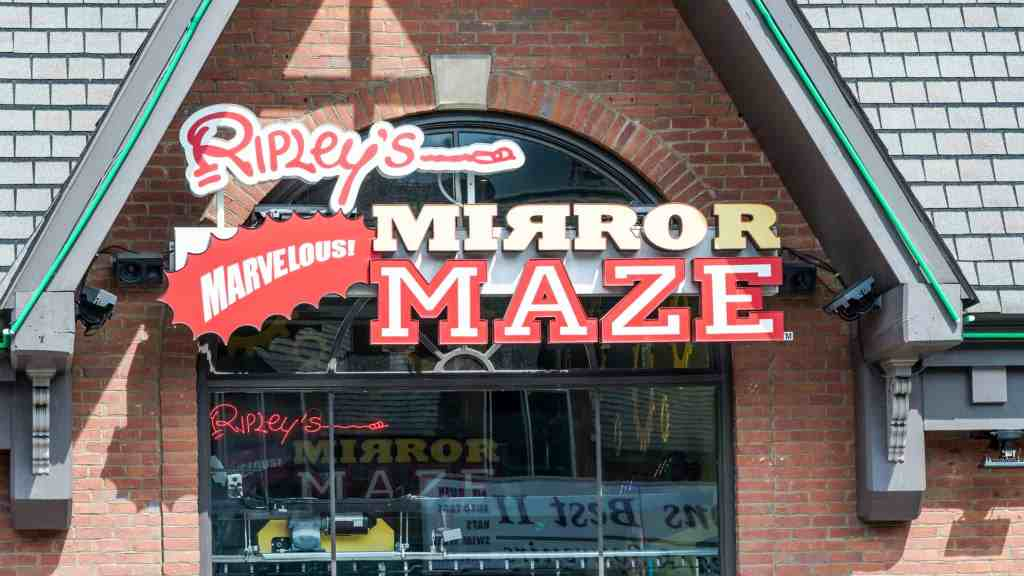 Ripley's mirror maze gatlinburg TN