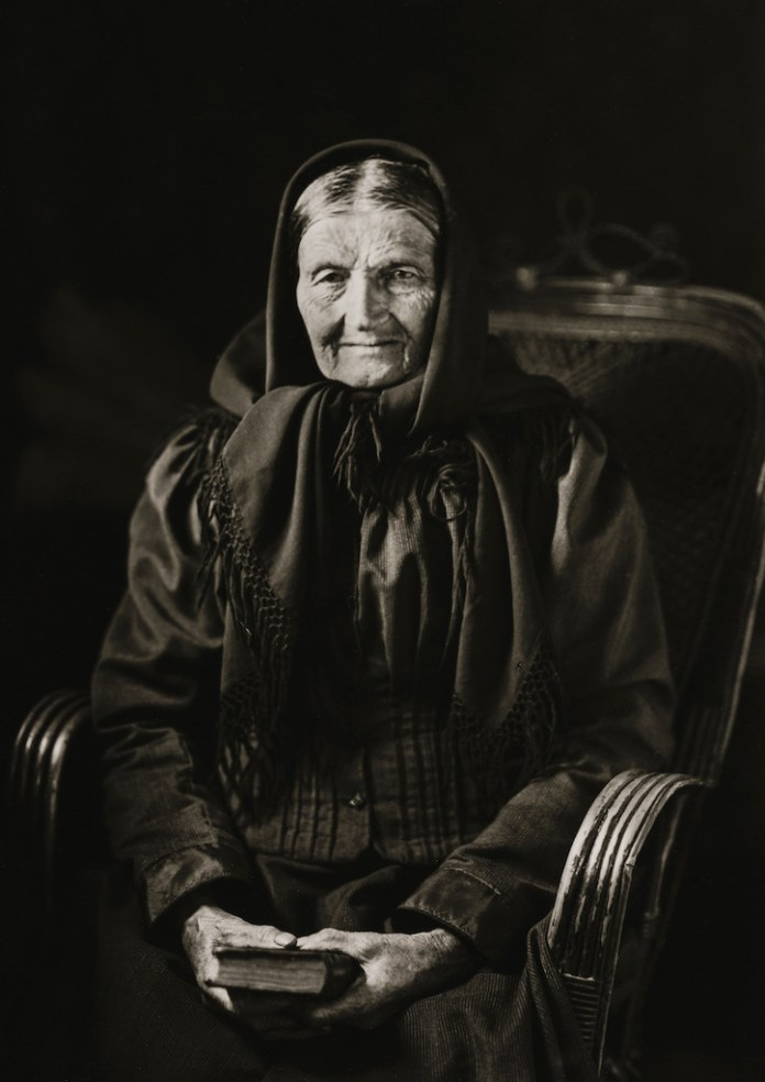 The Woman of the Soil, 1912  © Die Photographische Sammlung/SK Stiftung Kultur – August Sander Archiv, Colonia; SIAE, Roma, 2015
