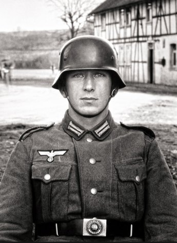 Soldato, 1940 circa ©Die Photographische Sammlung/SK Stiftung Kultur – August Sander Archiv, Cologne; SIAE, Rome, 2015