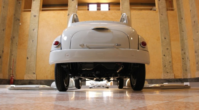 La Fiat Topolino del padre esposta in Sinagoga