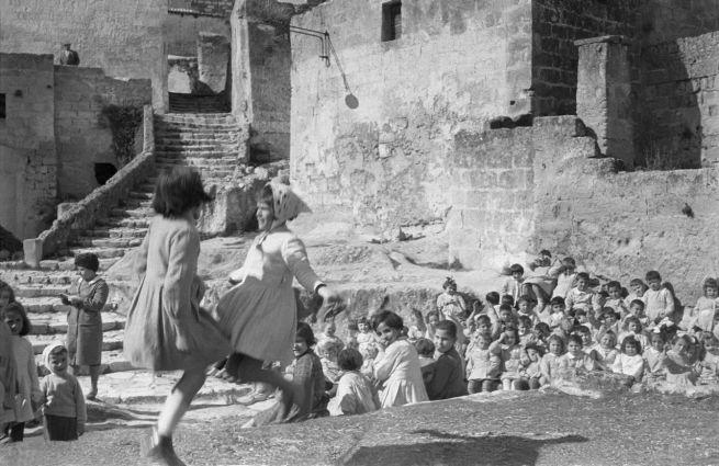 Sassi di Matera. Viaggio in Lucania con Carlo Levi. Fotografie di Mario Carbone