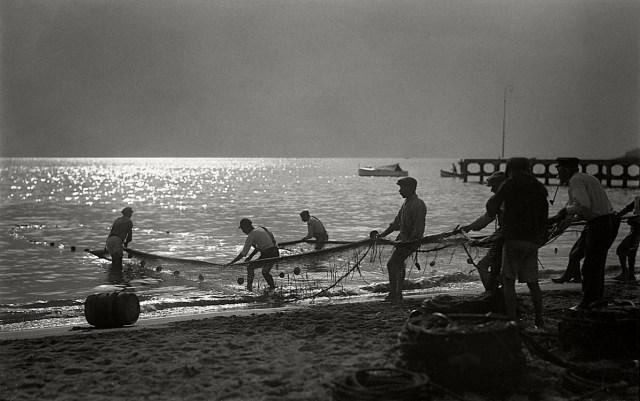 Pescatori a Mergellina Giulio Parisio, anni Trenta © Stefano Fittipaldi, Archivi Parisio e Troncone, Napoli