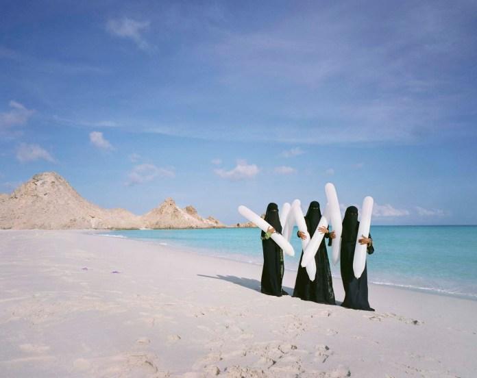 Burka Balloons, 2014, Socotra eiland, Jemen © Scarlett Hooft Graafland
