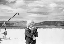 "Copyright: USA. Nevada. US actress Marilyn MONROE on the Nevada desert going over her lines for a difficult scene she is about to play with Clarke GABLE in the film ""The Misfits"" by John HUSTON. 1960 © Eve Arnold/Magnum Photos."