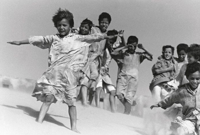 Volare, oh oh! The sheltering sky. Béni Abbès, Algeria, 1989.