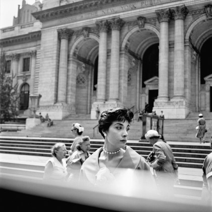 New York Public Library, New York, 1952 ca © Vivian Maier/Maloof Collection, Courtesy Howard Greenberg Gallery, New York