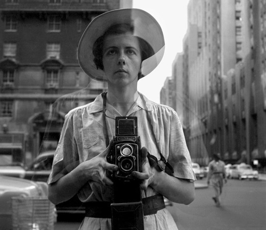 New York, 10 settembre, 1955. © Vivian Maier/Maloof Collection, Courtesy Howard Greenberg Gallery, New York