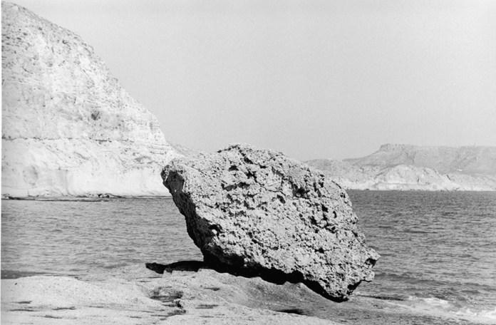 © Bernard Plossu, Cabo de Gata, Espagne, 2000. Dalla mostra Bernard Plossu   L'heure immobile. Métaphysique Méditérranéenne
