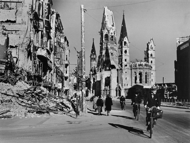 People on street lined with ruined buildings, Berlin, August 1945 © Robert Capa © International Center of Photography/Magnum Photos