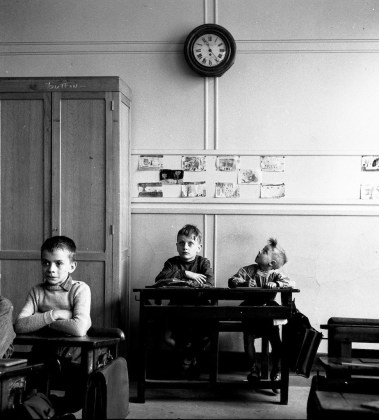 Robert Doisneau, Escolar castigado, 1956 @ Atelier Robert Doisneau
