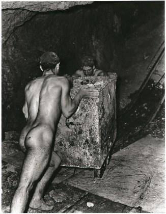 Fulvio Roiter Miniera di zolfo in Sicilia, 1953 ©Fondazione Fulvio Roiter