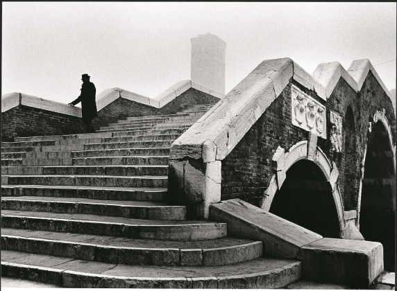 Fulvio Roiter Venezia, Ponte dei Tre Archi, 1979 © Fondazione Fulvio Roiter