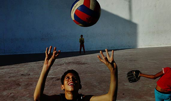 street photography roma nikos economopoulos