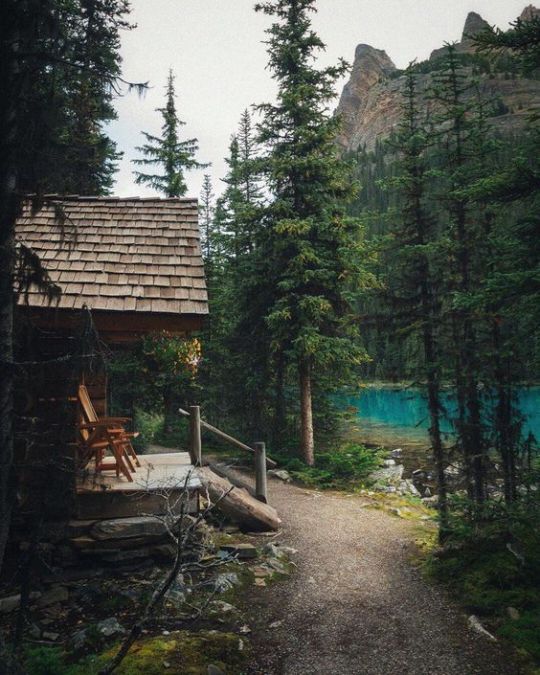 deck on old cabin