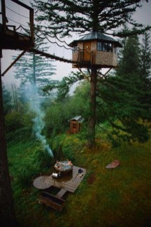 treehouse and hot tub in the woods