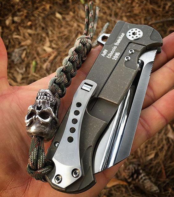 pocket knife with skull lanyard