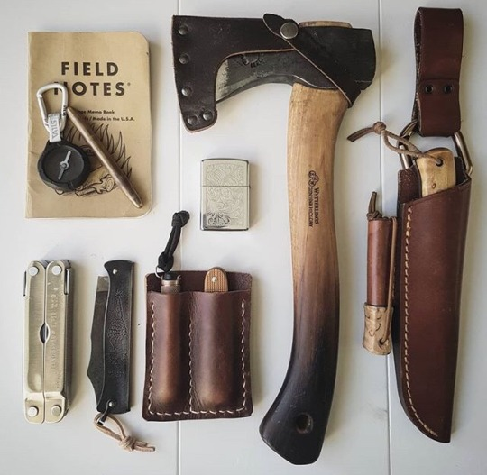 edc field notes with axe