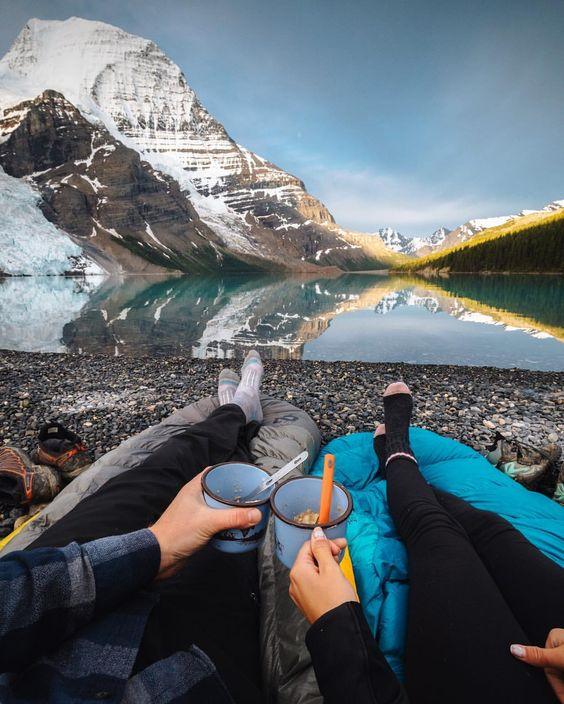 couple enjoying breakfast on a mountain