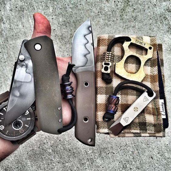edc with two knives and a hanky