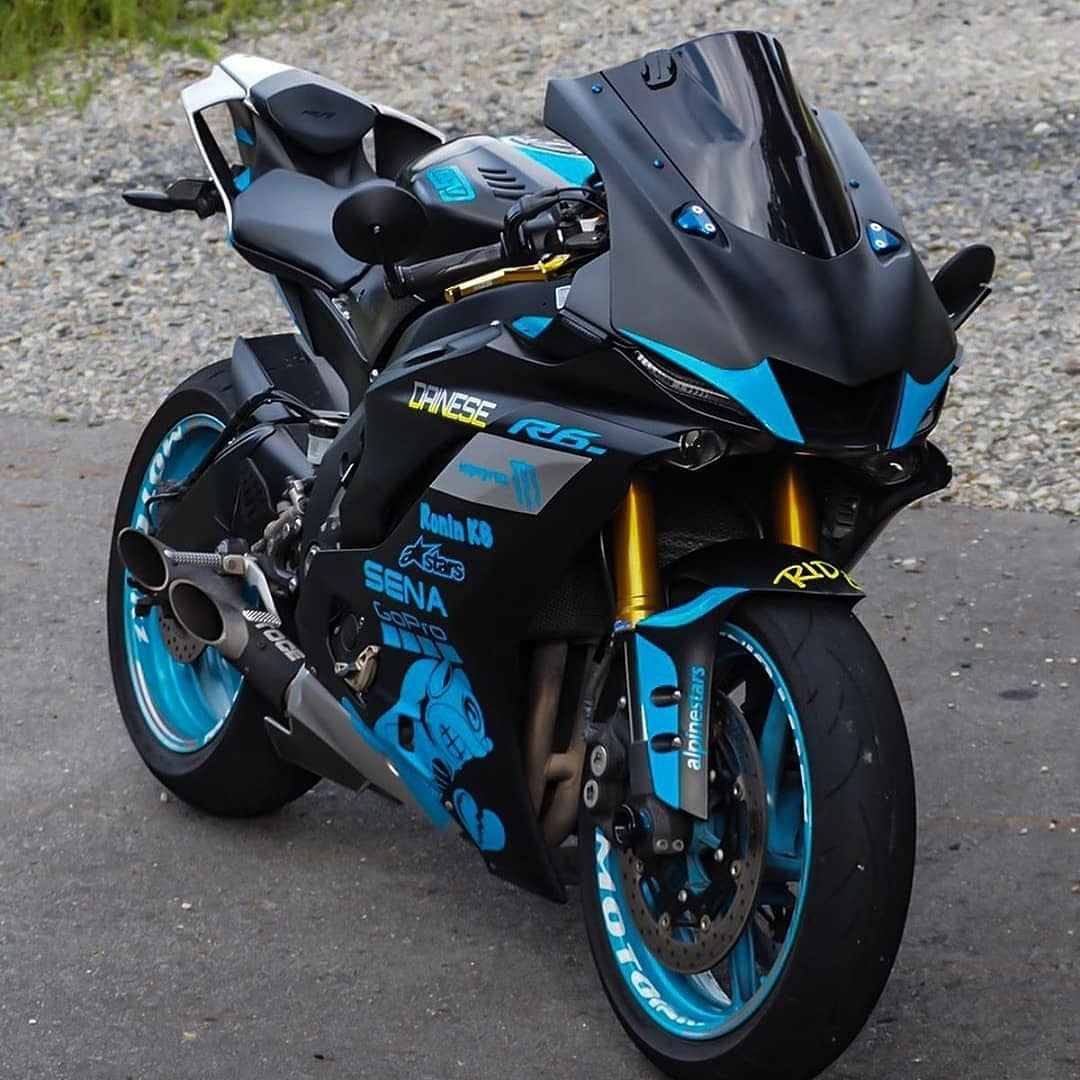Black and Blue R6