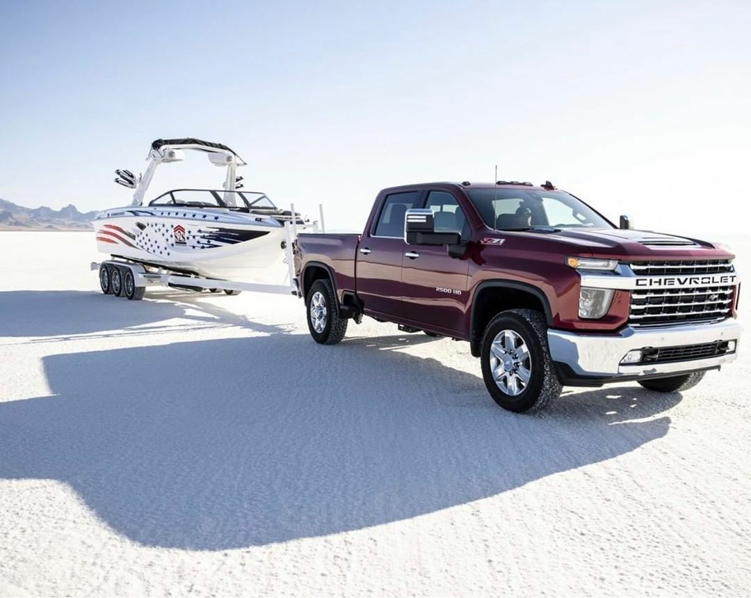 2020 chevy truck pulling boat