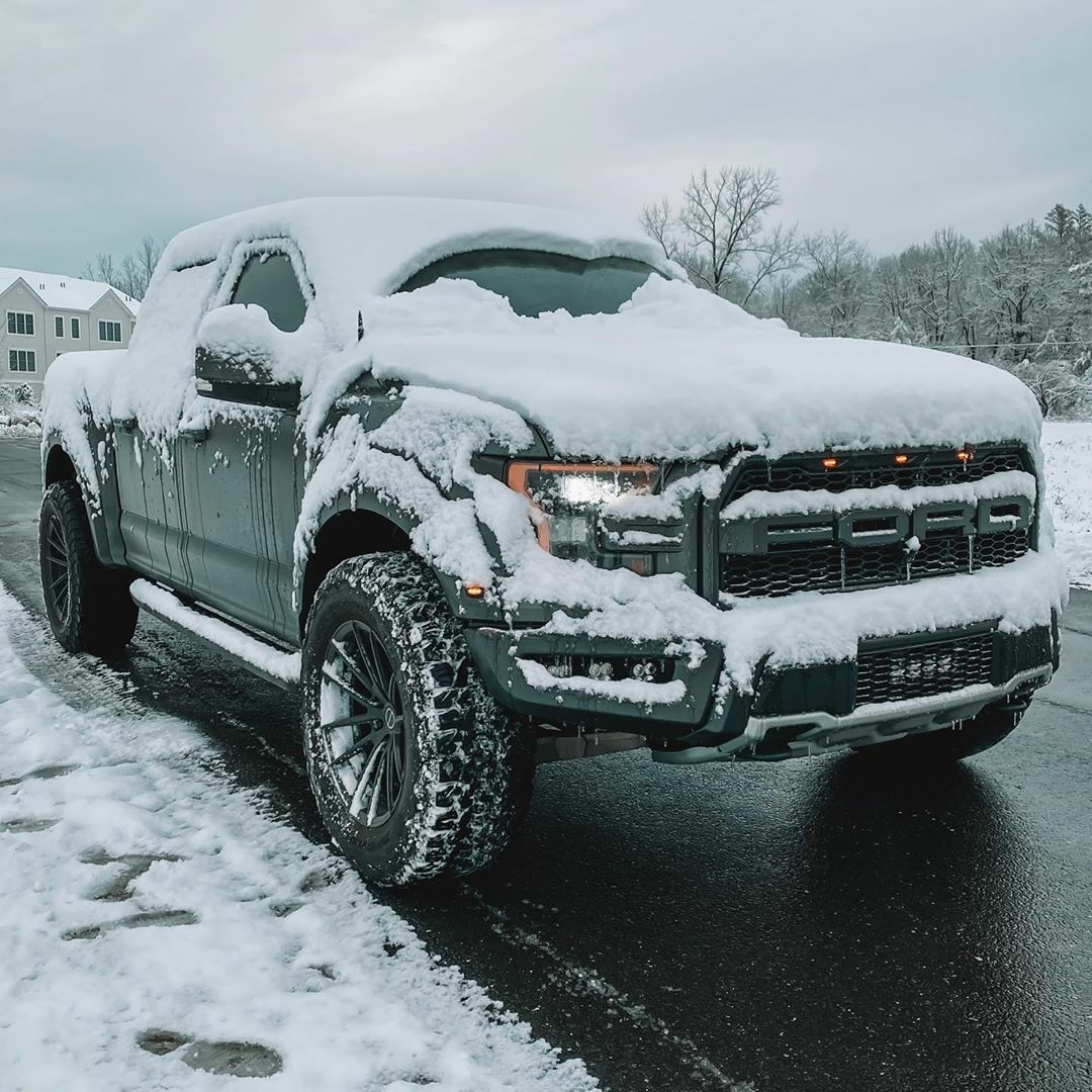ford raptor in snow