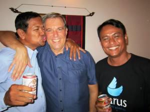 proh bai chekuit - three crazy guys