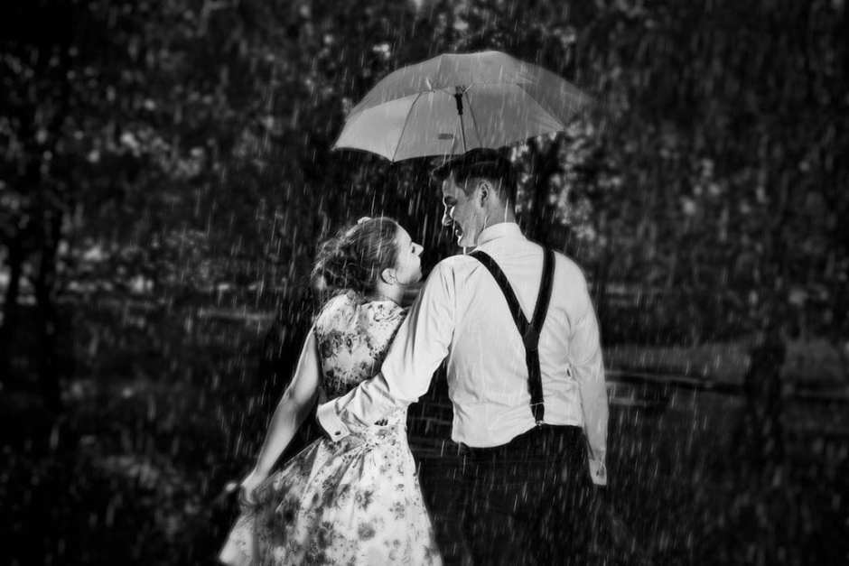 Engagement photography in the rain