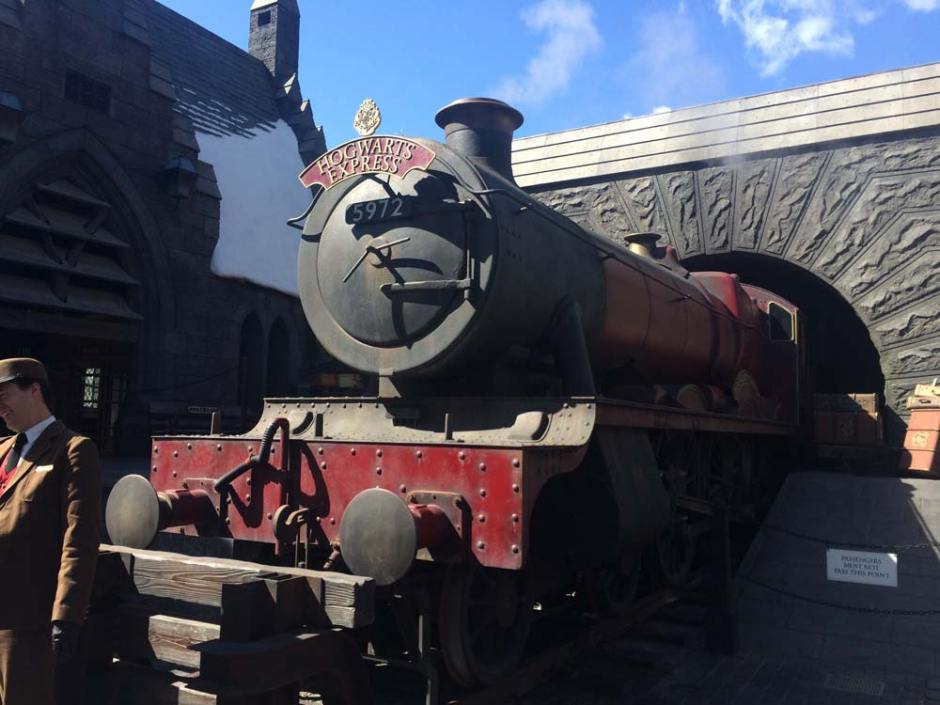 Many regard a trip to the Orlando theme parks as a small fortune but there are many ways you can save money in the parks. Today we are sharing ways to visit Universal Studios and experience Harry Potter World on a budget
