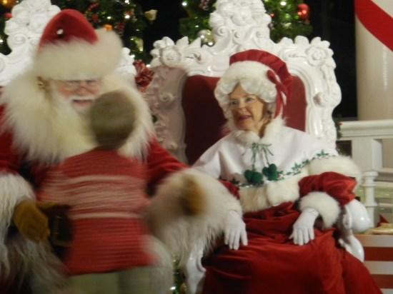 Christmas at Epcot 2013: Mr. and Mrs. Santa Claus
