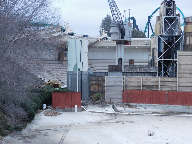 If you're new to all this news formerly a Dolphin Theater turned Batman themed this old attraction entertained many back in it's day. Since the early 2000's the structure stood vacant deteriorating slowly over the years and has been only recently torn down this year. This is what it looked like a few months before demolition.