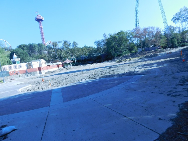 The entire area has been completely changed, the statues have since been removed along with the very old El Bumpo entrance.
