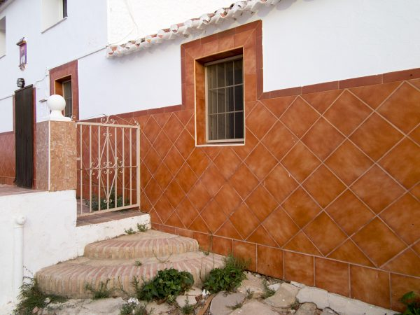 Harmonious tiling, gate and steps