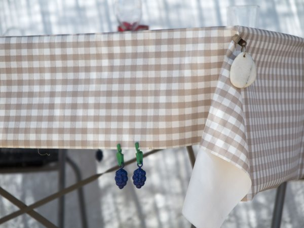 Table weights to secure the tablecloth