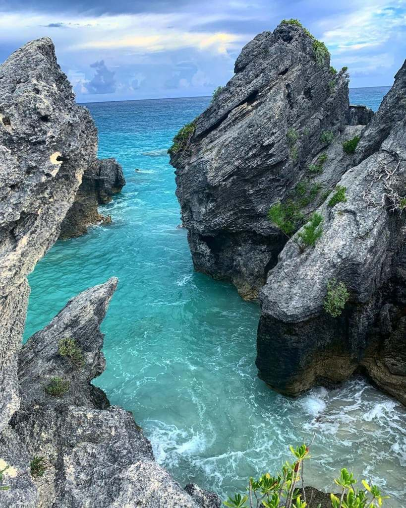 Overlooking waves in between rocks in Jobson's Cove, Bermuda