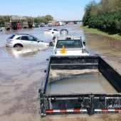 Personas atrapadas en una inundación repentina que cubre 610 East Loop