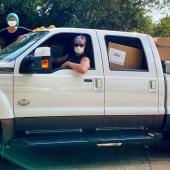 Matthew McConaughey entrega 110,000 máscaras faciales a hospitales rurales de Texas