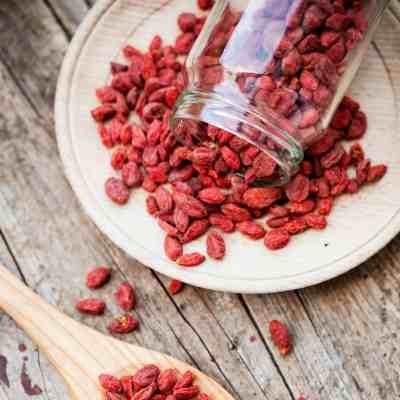 7 Health Benefits of Goji Berries + 3 Simple Recipes