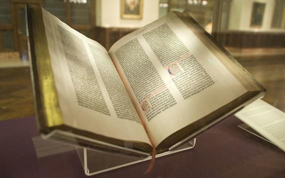 Gutenberg_Bible,_Lenox_Copy,_New_York_Public_Library,_2009._Pic_01big