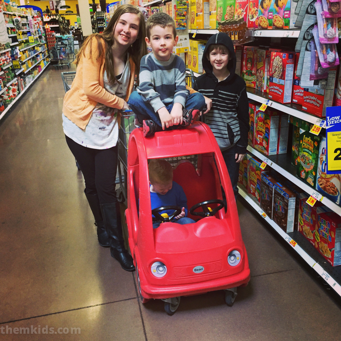 kids at the grocery store