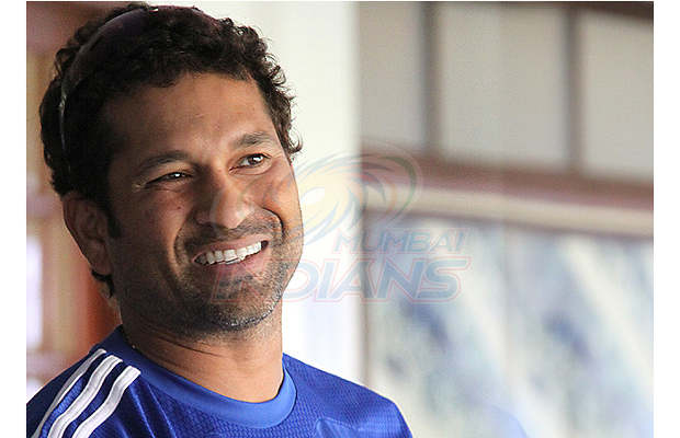 IPL: Sachin connects with MI fans via Facebook