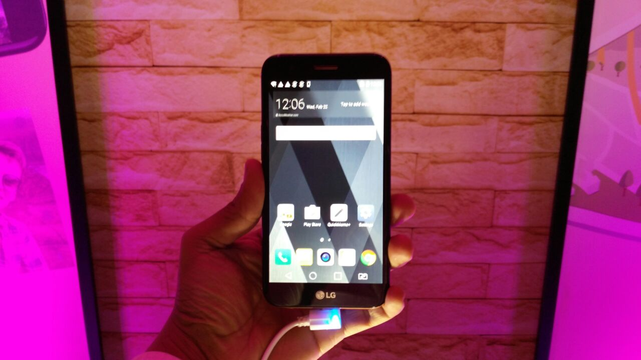 LG K10 (2017) in Pictures